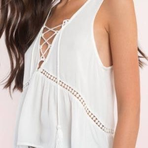 Tobi Tops - TOBI // Lace-up Top